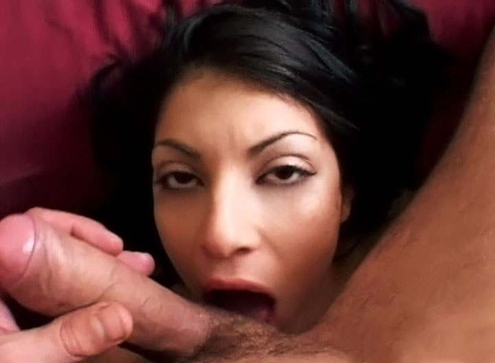 Breasted Latina With Nice Eyes Gives Blobjob & Gets Fucked