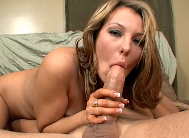 Sexy Brunette Deepthroats Dick & Gets Warm Facial