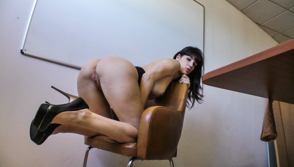Nacho Vidal fucks a hot girl in this gonzo video