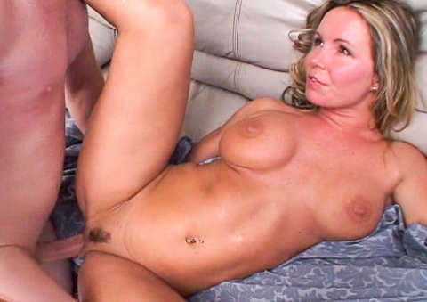 Hot MILF Envy wants taht cock to perform a cream pie in her!