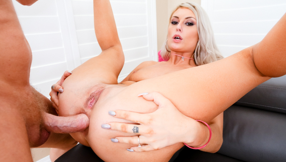 Natural blonde Victoria Steffanie receives wild rectal fuck