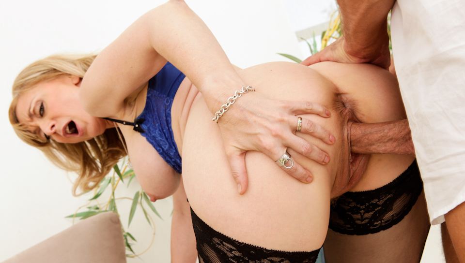 MILFs Seeking Boys - Nina Hartley & Bill Bailey