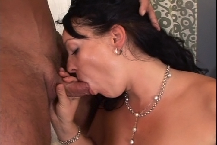 Horny Brunette MILF Enjoys Getting A Facial After Good Suck