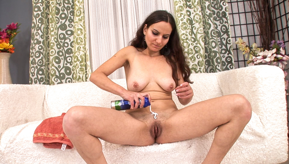 Movie of Tanja rejuvenating her pussy with a close shave