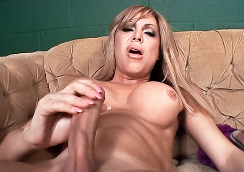 Tom Moore sucks dry Carmen Cruz huge tranny cock on POV vid