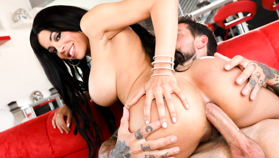 Voluptous Latina Luna Star gets her rectum plowed by Dean