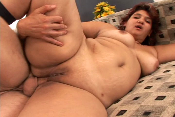 BBW gets fuck on a bed and she gets cream pie in here !