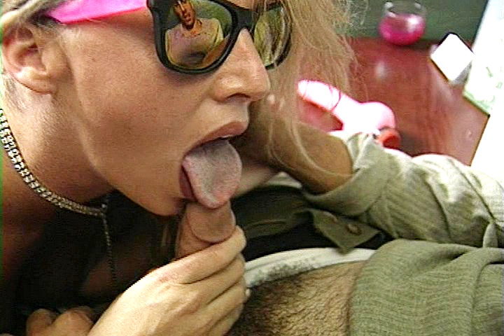 Blonde woman want to fuck for some cash with a horny stud!