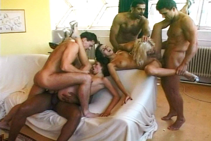 Nice orgy with blowjobs, anal sex & rough double penetration