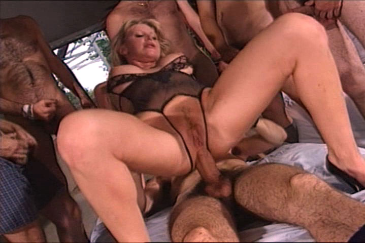 Hot blonde with nice big tits goes anal with 7 boys