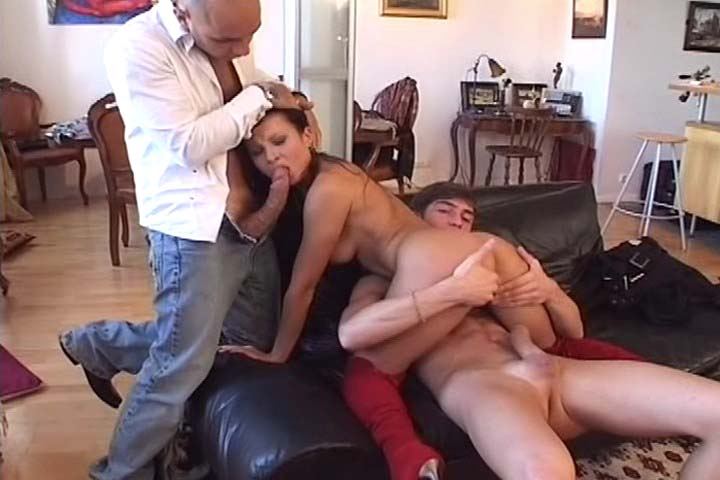 Awesome orgy in this video with 3 girls and 3 men  !