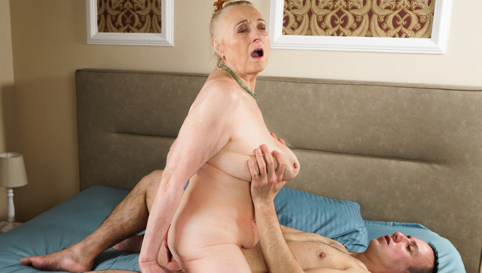 Lusty granny Sila wants a young dick in her vintage pussy