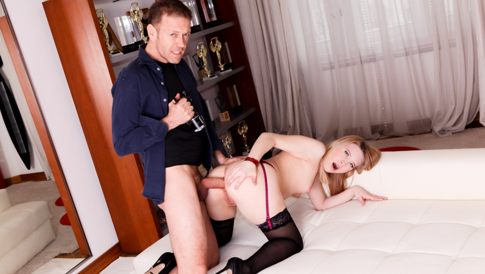 Blonde babe Kiara Knight gets sodomized by Rocco Siffredi