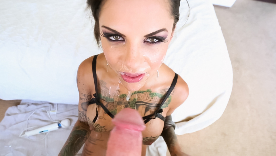 Bonnie Rotten drinks her squirt and gives a wet blowjob