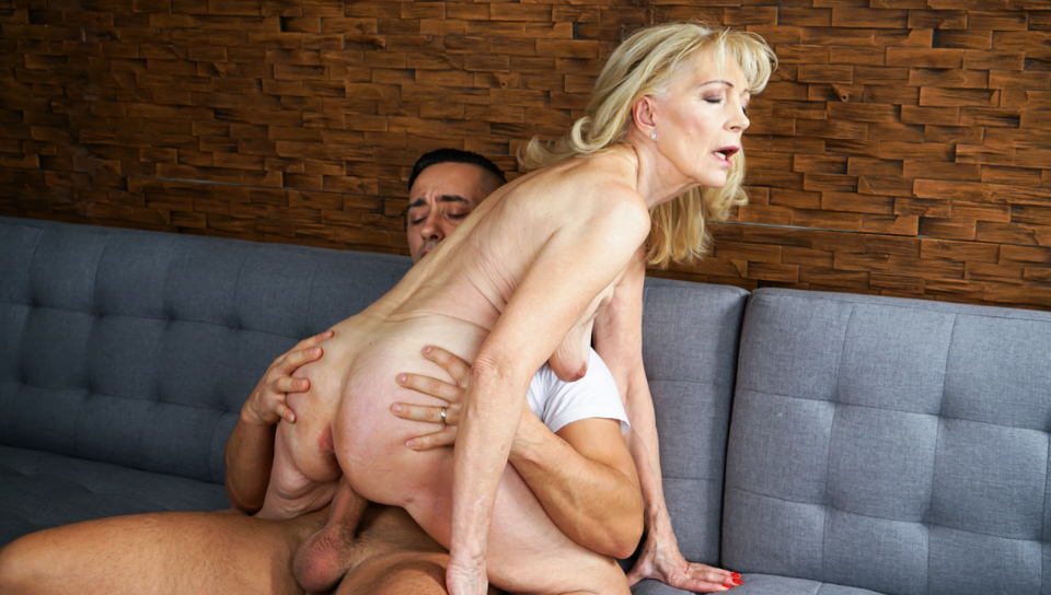 Stunning Szuzanne asks young stud to fuck deep in her pussy