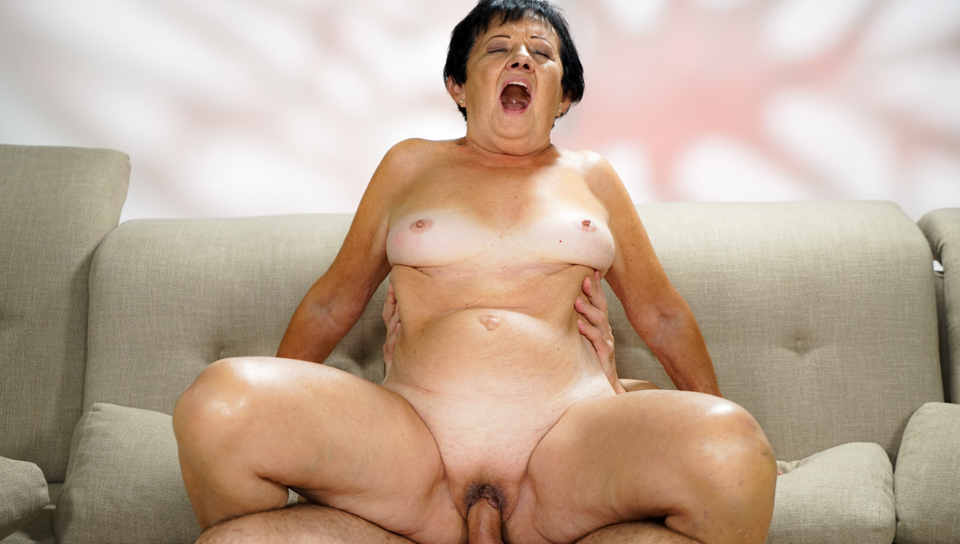 Stunning granny loves to get her pussy fucked hard