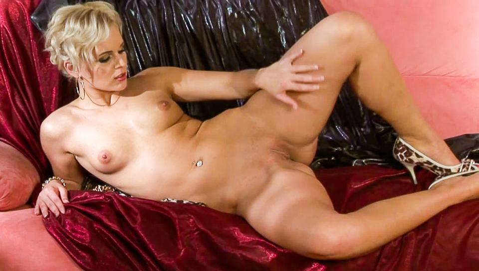 Jessica Solo Striptease