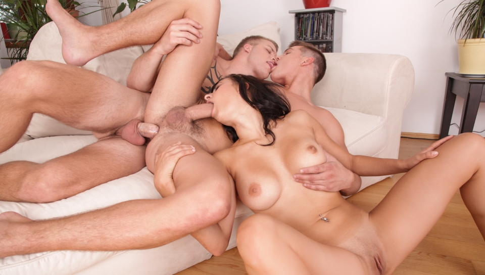 Billie and her boyfriend try a threesome with another dude !