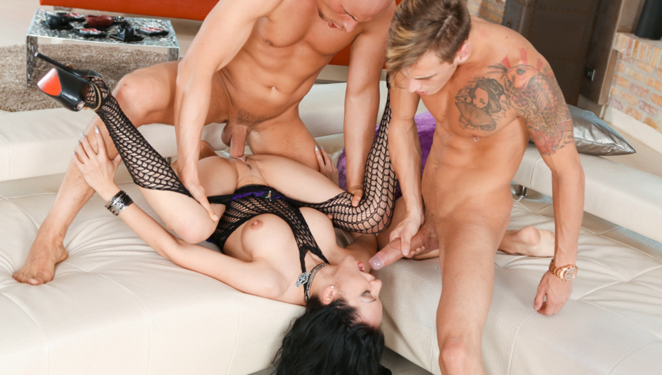 Chris Diamond & Figi & Amalia Patricia - Amalia Dominated In Double-Dicking