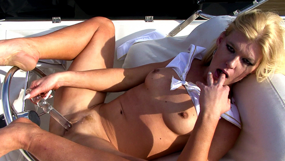 Blonde milf is paying herself a solo masturbation in boat!
