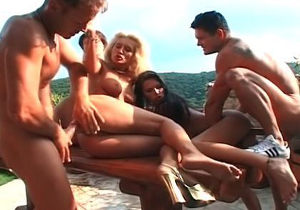 Causual outdoor fuck become an orgy of madness