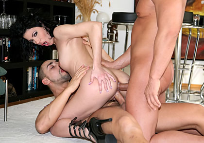 Sexy dark haired chick Naomi Bell enjoys having two cocks in her ass !