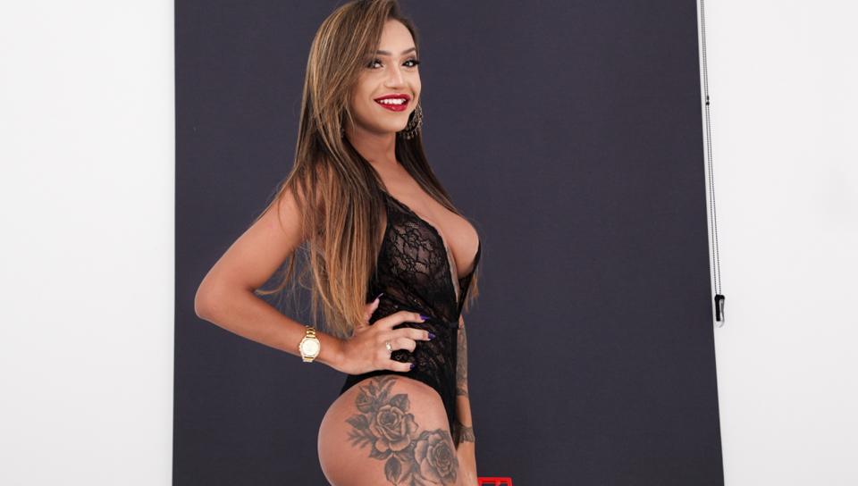 - Isa Oliveira