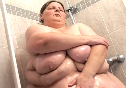 BBW Antonia washes her huge body after intense training