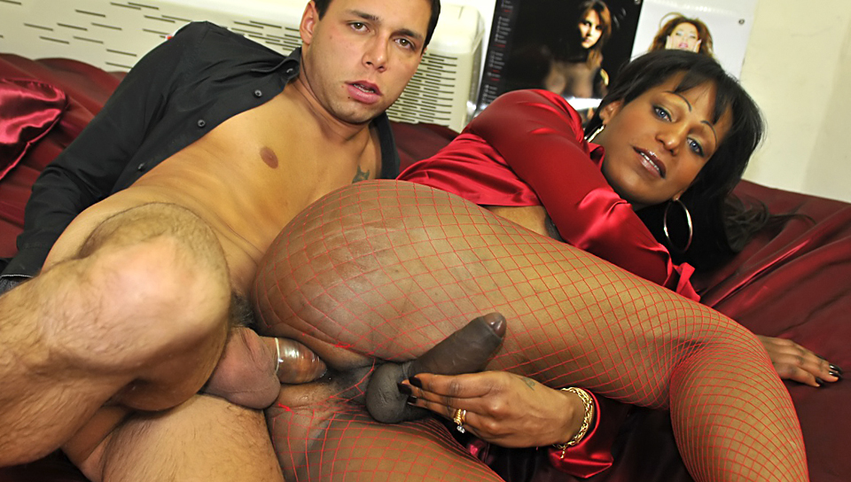 Tranny of dark complexion is seduced and fucked by salesman