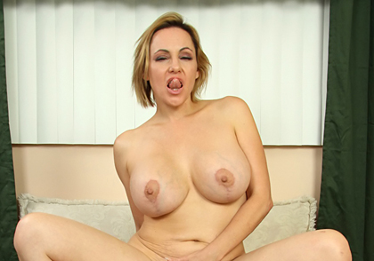 Big-titted Milf engulfs big dick in both her mouth and cunt