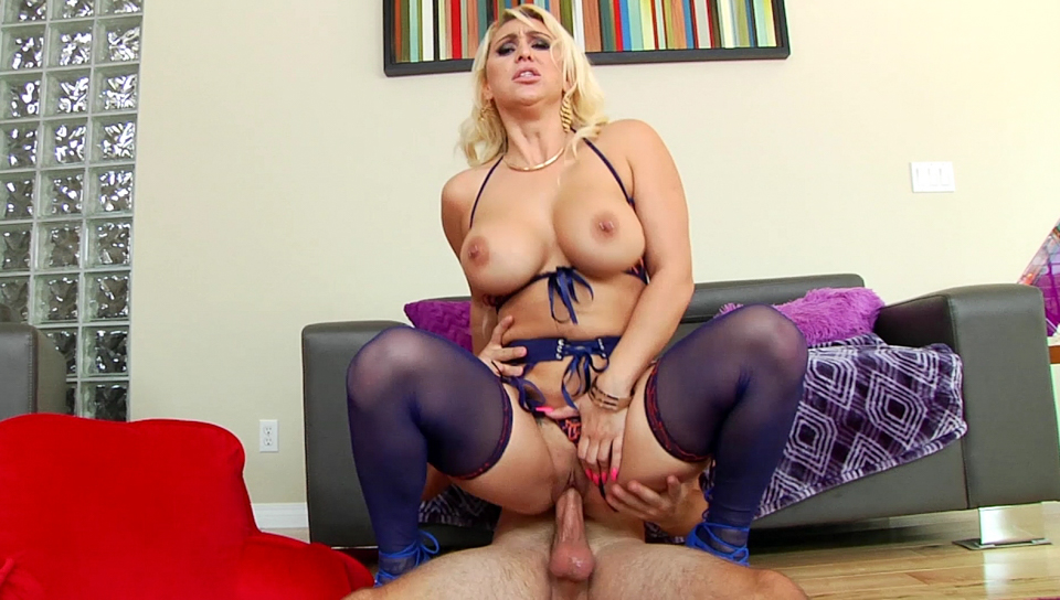 Logan Pierce & Nina Kayy - Voluptuous Blonde's Massive Ass Reamed
