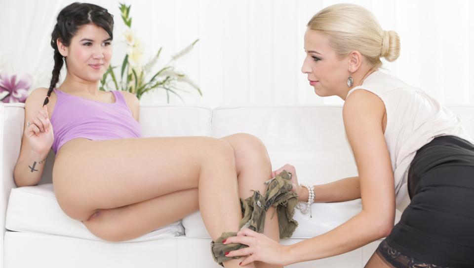 Lady Dee & Karol Lillen - Que Caliente Niña!