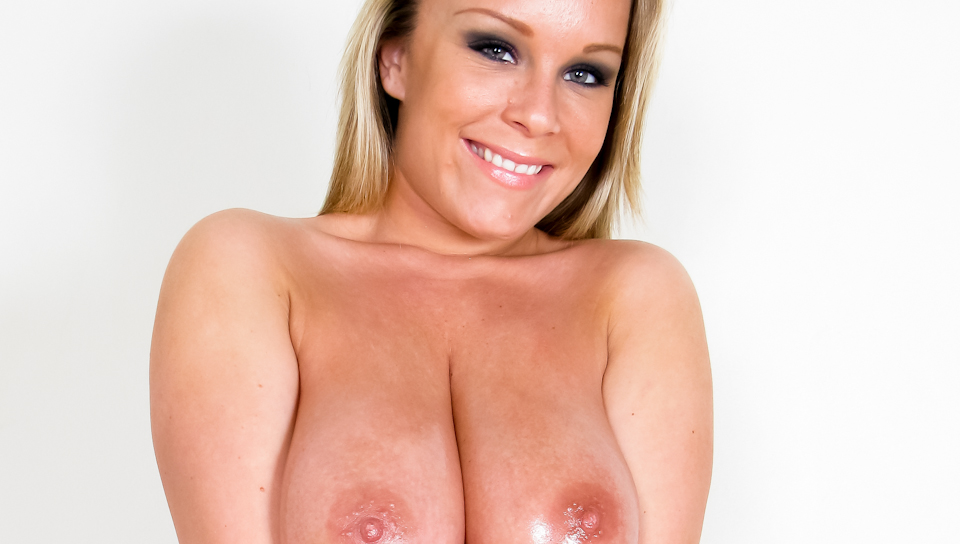 Jessica Moore gives amazing titty fuck with her natural hugs