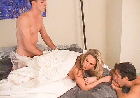 Cuckold guy licks cum out of wife's freshly creampied snatch
