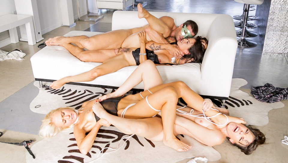Dana Vespoli and Dana AeArmond doing an hardcore foursome!