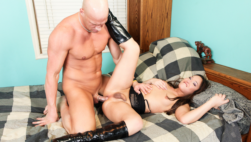 Christian finds in Khloe Hart the perfect transexual whore