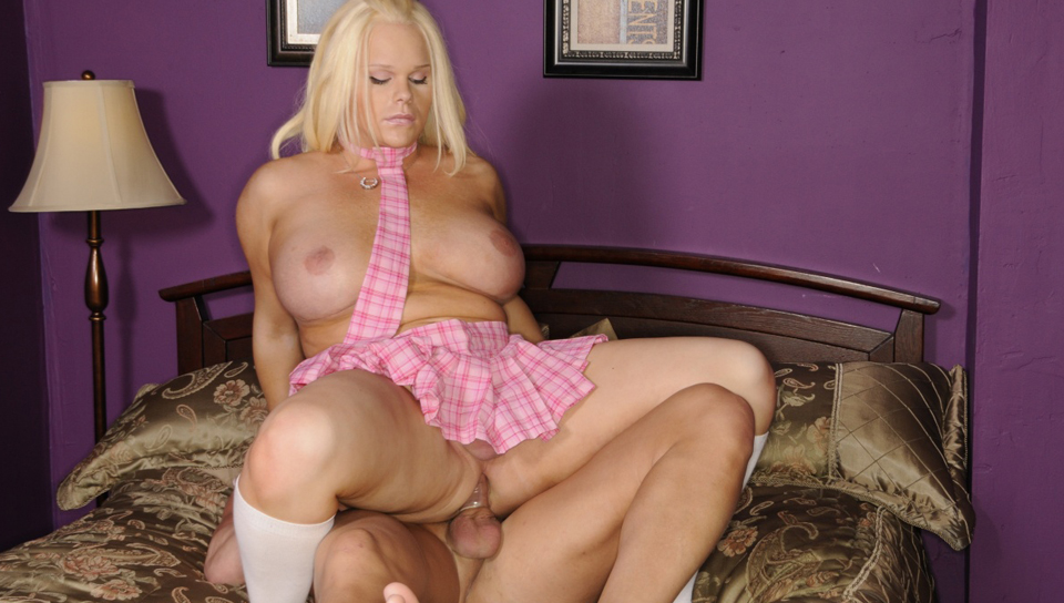 Holly Sweet tranny/shemale video from Tranny Pros
