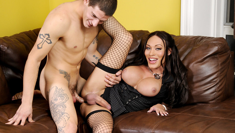 Mia Isabella tranny/shemale video from Tranny Pros