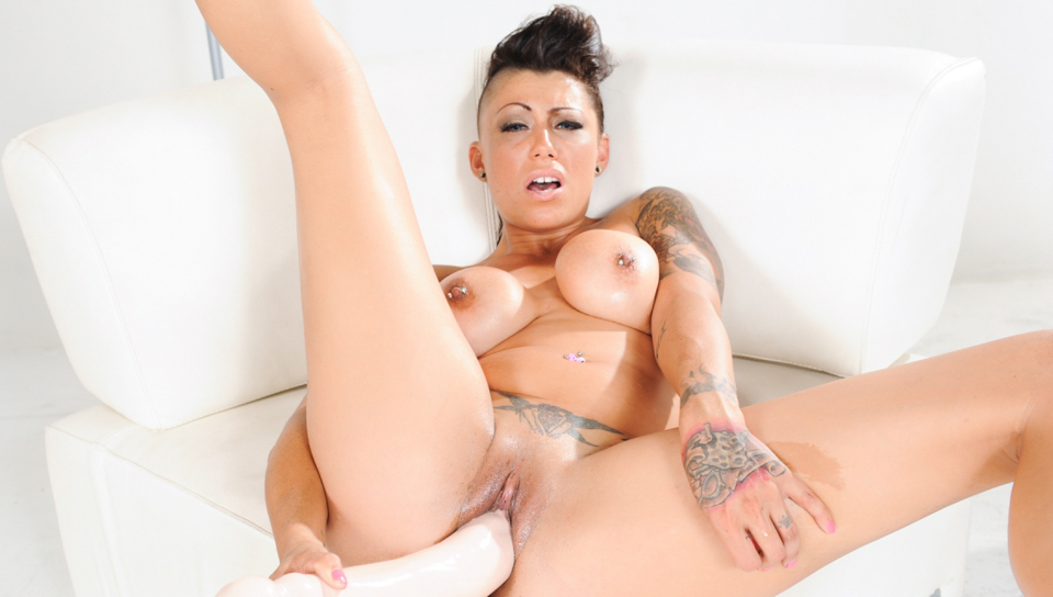 Punk chick Cameron Bay stretches her pussy with huge dildos!