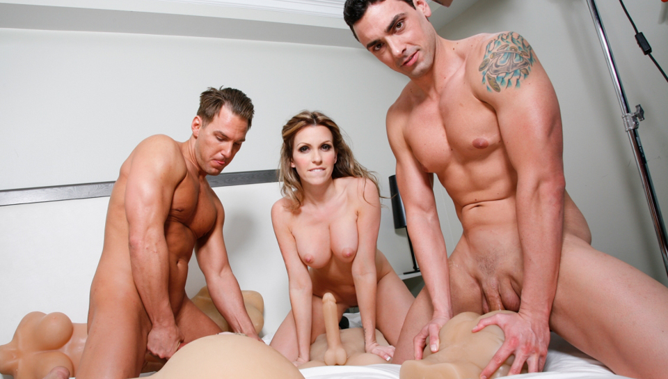 Threesome masturbate furiously with realistic toys!