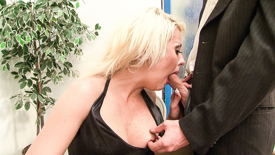 Mean dirty blond pussy swallows is thick dick until he cums!