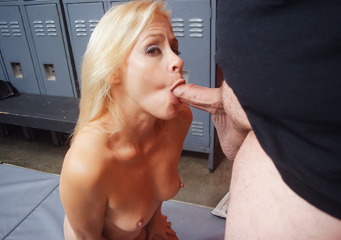 Peyton Leigh lets a blindfolded man to cum on her breasts