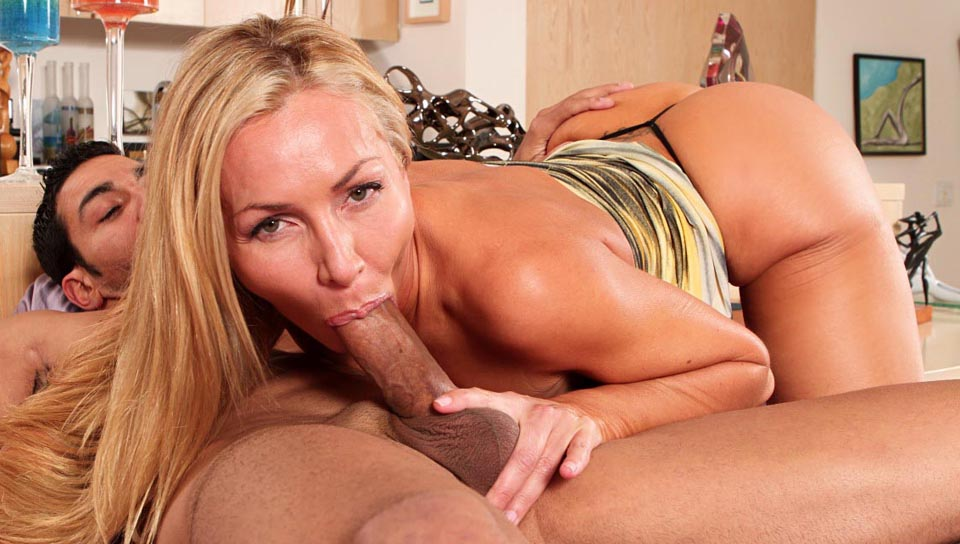 Lisa Demarco is a blond hot cock sucker