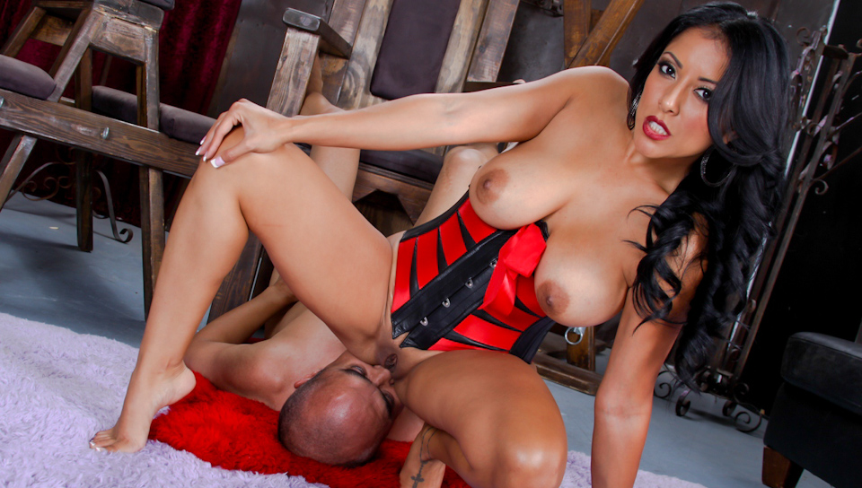 Hot Kiara Mia Is Sitting On A Man's Face! He Can Not Breathe