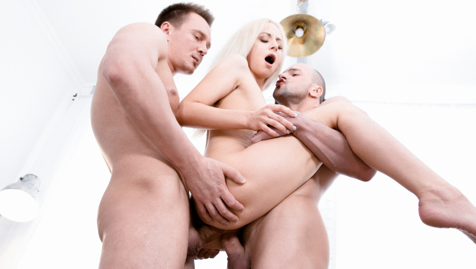 Horny secretary Bambi Dee gets double penetration at work