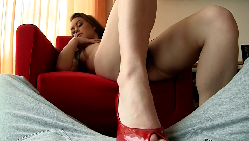 Lovely Mia Is Teasing Rocco In His New POV With Her Feet