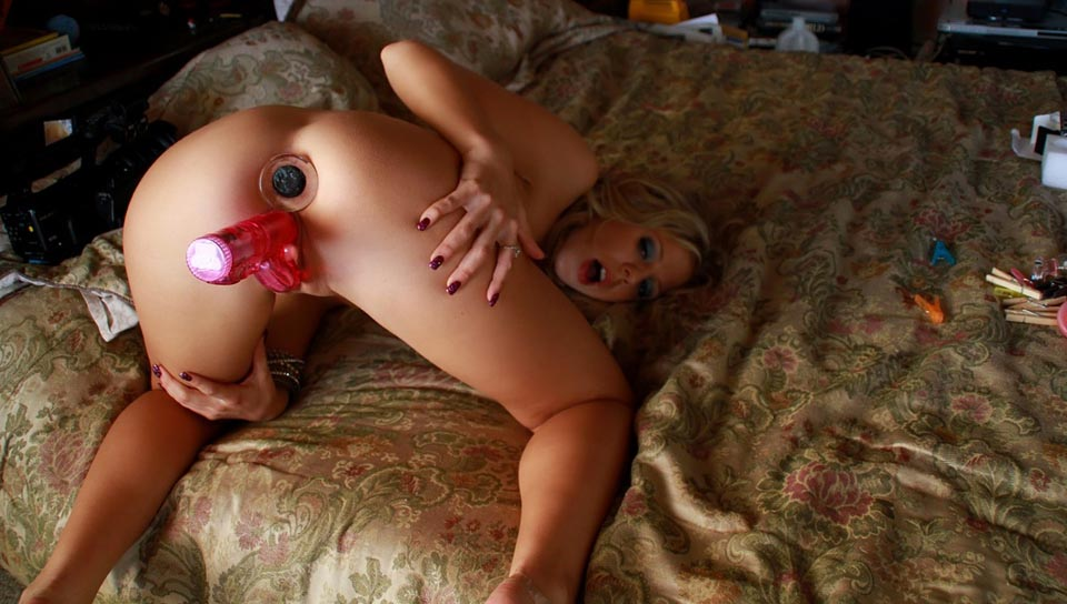 Chastity Lynn gets both her holes plugged with toys!