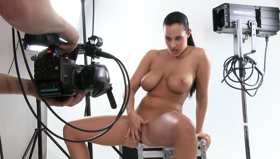 Behind the scenes of Carmen Croft pleasuring her hot body!!