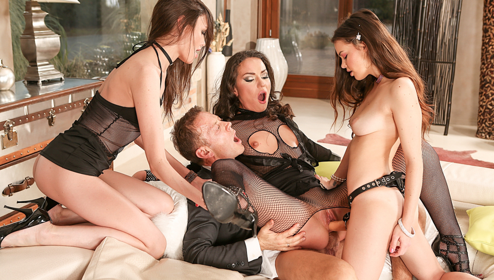 Rocco Siffredi & Nataly Gold & Baby Jewel - Rocco's Orgy With Three Psycho Teens