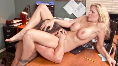 porno-v-ofise-so-zreloy